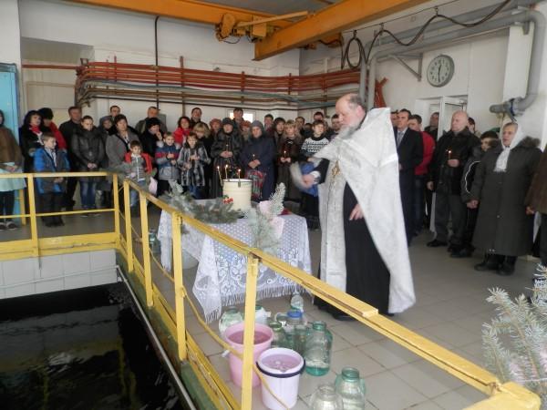 Обряд освящения воды нафильтровальной станции Краматорска