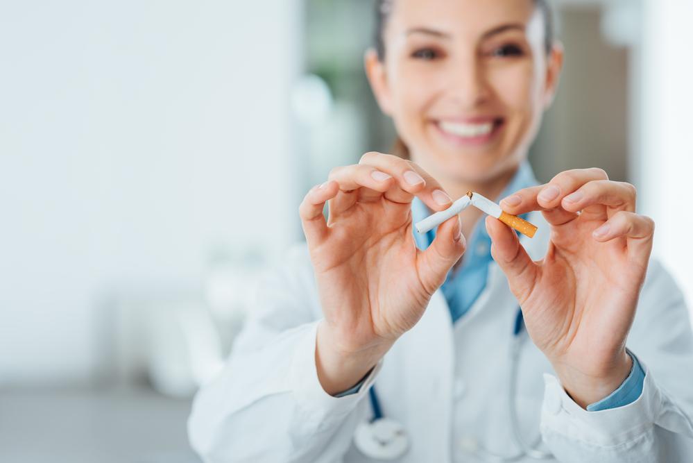 По сведениям английских специалистов, обращение за медицинской помощью втри раза повышает шансы науспешный отказ от курения.