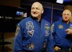 Астронавты-близнецы Скотт (слева) и Марк (справа) Келли.