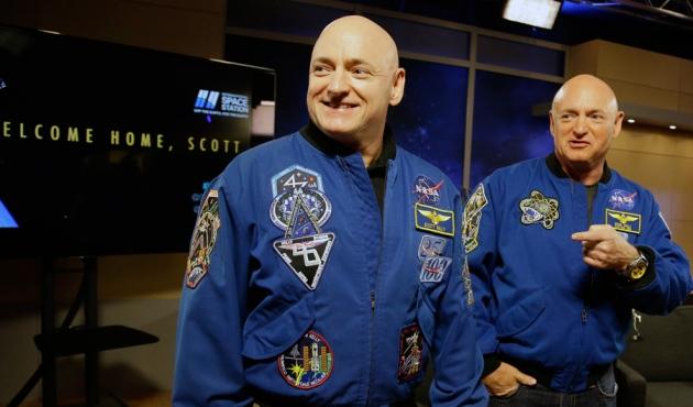 Астронавты-близнецы Скотт (слева) иМарк (справа) Келли.