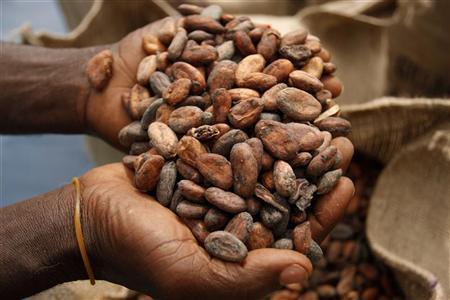 Производители шоколадок Cadbury иAlpen Gold хотят точно знать, какой урожай какао-бобов вэтом году соберут фермеры разных стран. Для этого им нужна помощь математиков.
