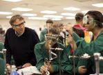 Фонд Билла и Мелинды Гейтс занимается поддержкой и улучшением системы здравоохранения, а также работой по борьбе с голодом в бедных странах. Помимо прочего, организация финансирует научные исследования.