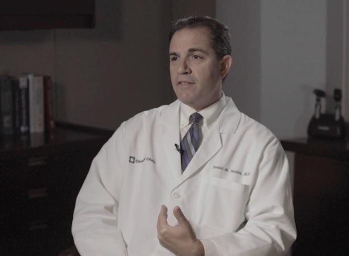 """Дэниел Нейдес, автор нашумевшей колонки ируководитель Института оздоровления, предлагающего """"гомеопатические средства для детоксикации""""."""