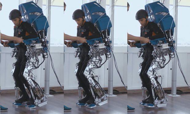 Пациент вэкзоскелете, разработанном командой Мигеля Николелиса врамках проекта Walk Again.