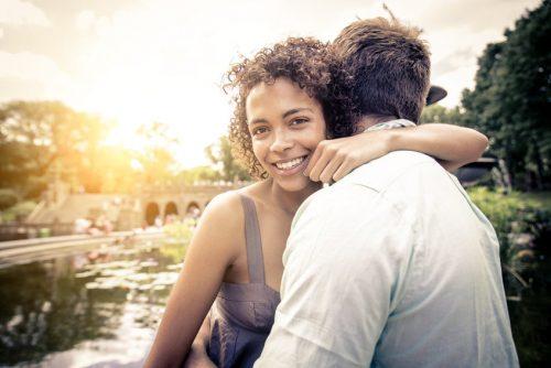 Учёным впервые удалось получить прямое доказательство того, что брак влияет набиохимические процессы ворганизме, снижая концентрацию кортизола.