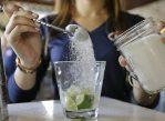 Сейчас сахар в том или ином виде присутствует во многих готовых блюдах и напитках, продающихся в Австралии. После введения нового налога состав этих продуктов может измениться.