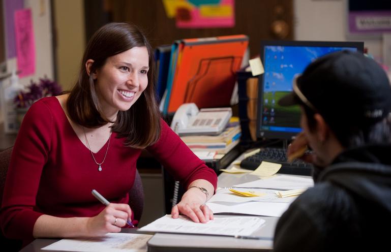"""Преподаватели рады помочь студентам, но обращаться за советом нужно вовремя. Для этого инужна система раннего оповещения. Источник: <a href=""""https://www.k-state.edu/advising/advisors.html"""" target=""""_blank"""">Kansas State University</a>."""