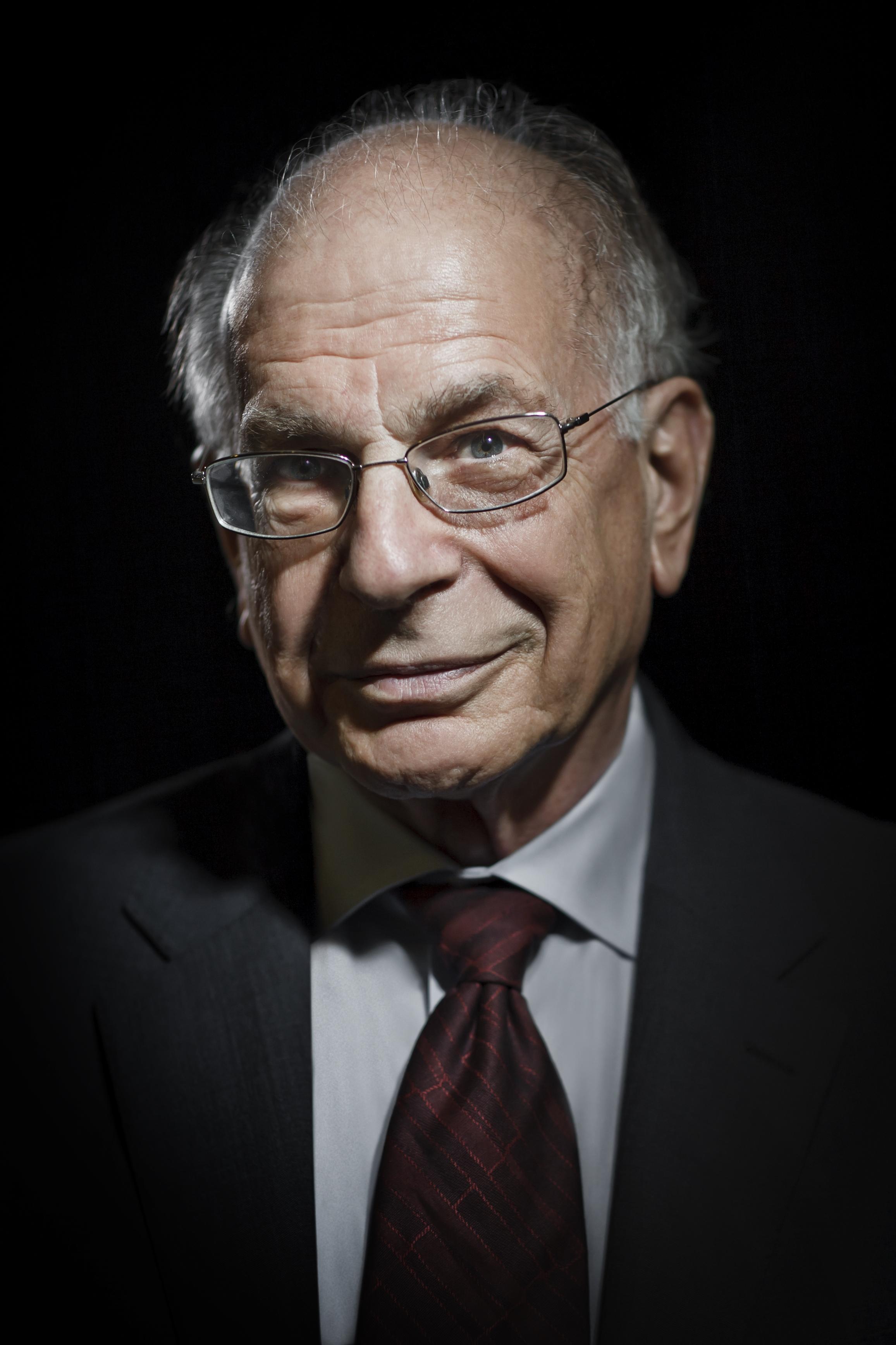 "Нобелевский лауреат Даниел Канеман умеет признавать ошибки. Аты, %username%? Источник: <a href=""http://taubcenter.org.il/daniel-kahneman"" target=""_blank"">Taub Center</a>."