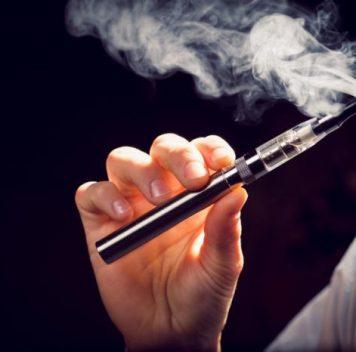 Электронные сигареты менее токсичны, чем обычные