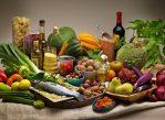 """Средиземноморская диета предполагает, что в рационе присутствуют овощи, фрукты и рыба. Добавление к этой диете оливкового масла, как оказалось, может улучшить работу """"хорошего"""" холестерина."""