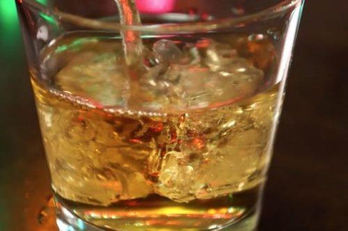 По словам профессора Лары Рей, внастоящее время вСША разрешены лишь 4 умеренно эффективных препарата для лечения алкоголизма.