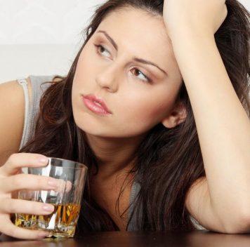 Злоупотребление алкоголем для женского организма опаснее, чем для мужского