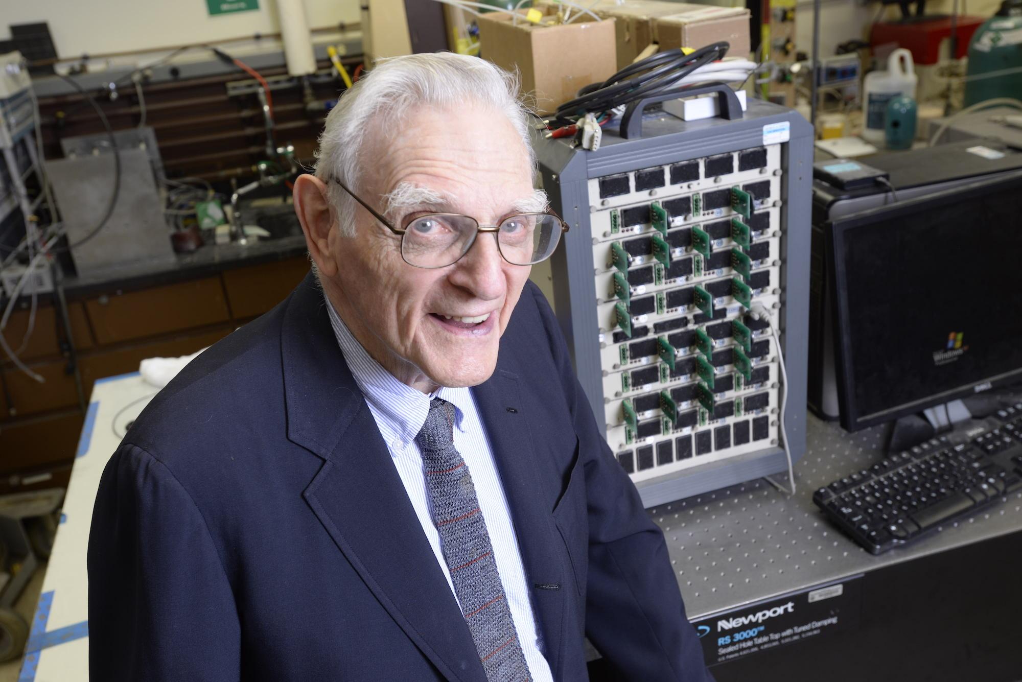 Джон Гуденаф, один из создателей литий-ионного аккумулятора.