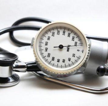 Падение артериального давления при вставании связано сриском развития деменции