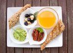 Диетологи считают, что в рационе здорового человека должны присутствовать овощи, фрукты и продукты из цельных злаков, содержащие, в том числе, глютен.