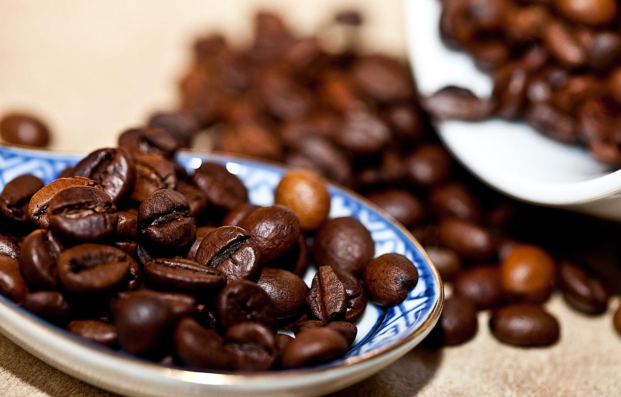 Из протестированных приблизительно 1280 соединений, кофеин оказался самым перспективным активатором синтеза нейропротективного фермента.