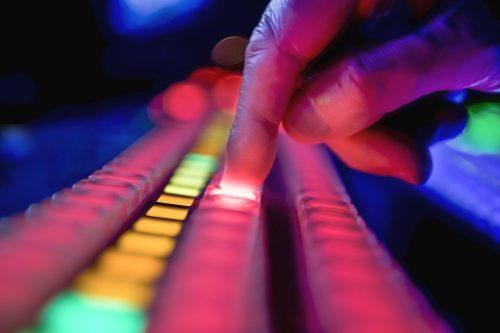 Нажимают ли кнопки наши создатели— науке это неизвестно