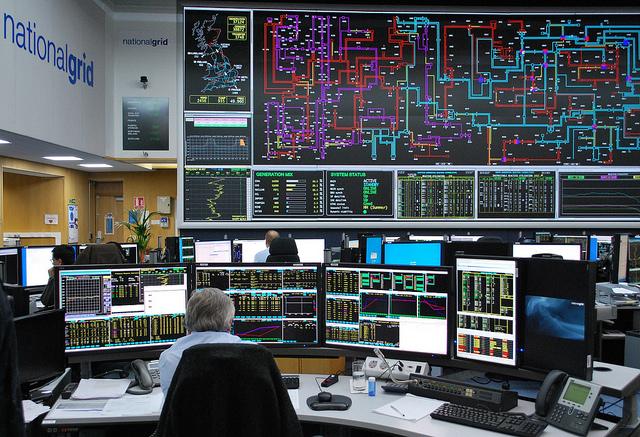Аппаратная центра Национальной компании сети энергоснабжения вУокингеме.