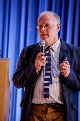 Пол Кокшотт, специалист вобласти компьютерных наук, математик, экономист.