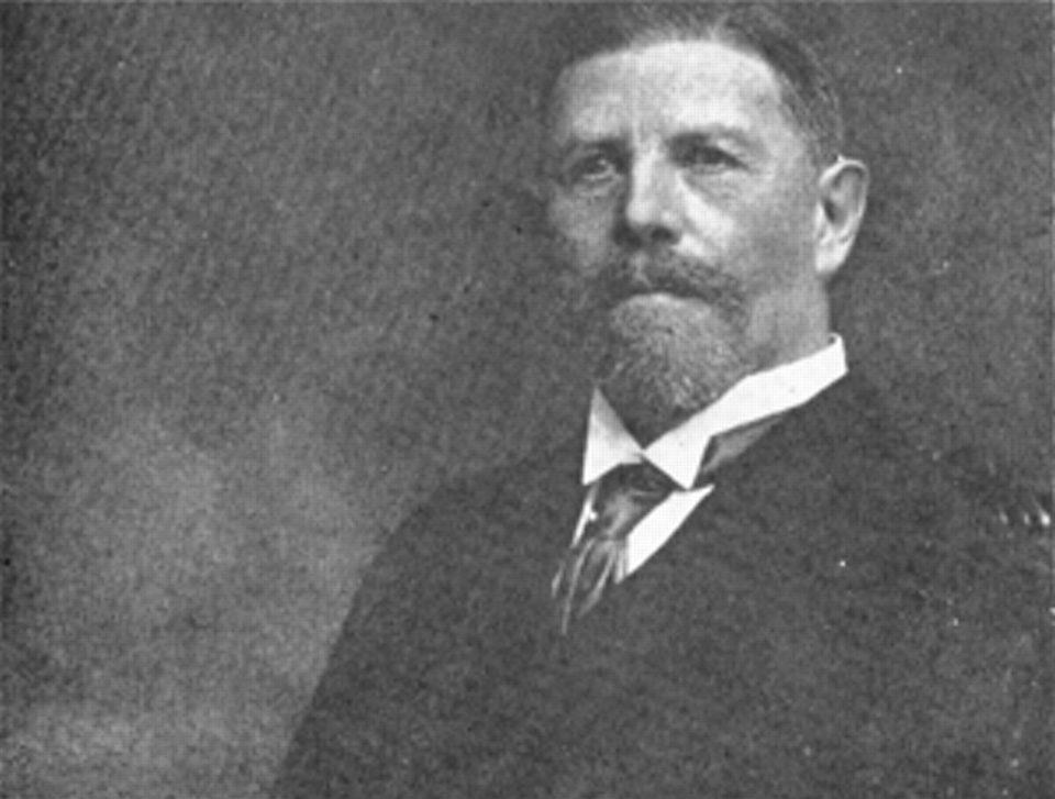 Людвиг Рен, немецкий хирург, который провёл первую операцию наоткрытом сердце.