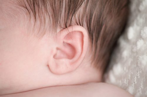 Генетически обусловленные нарушения работы волосковых клеток— синдром Ушера— являются самой распространённой причиной глухоты вмире.