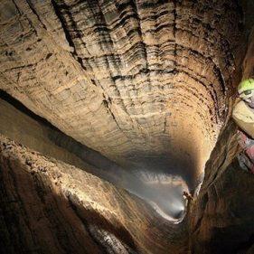 Пещера Крубера (Воронья), максимальная глубина - 2199 м.