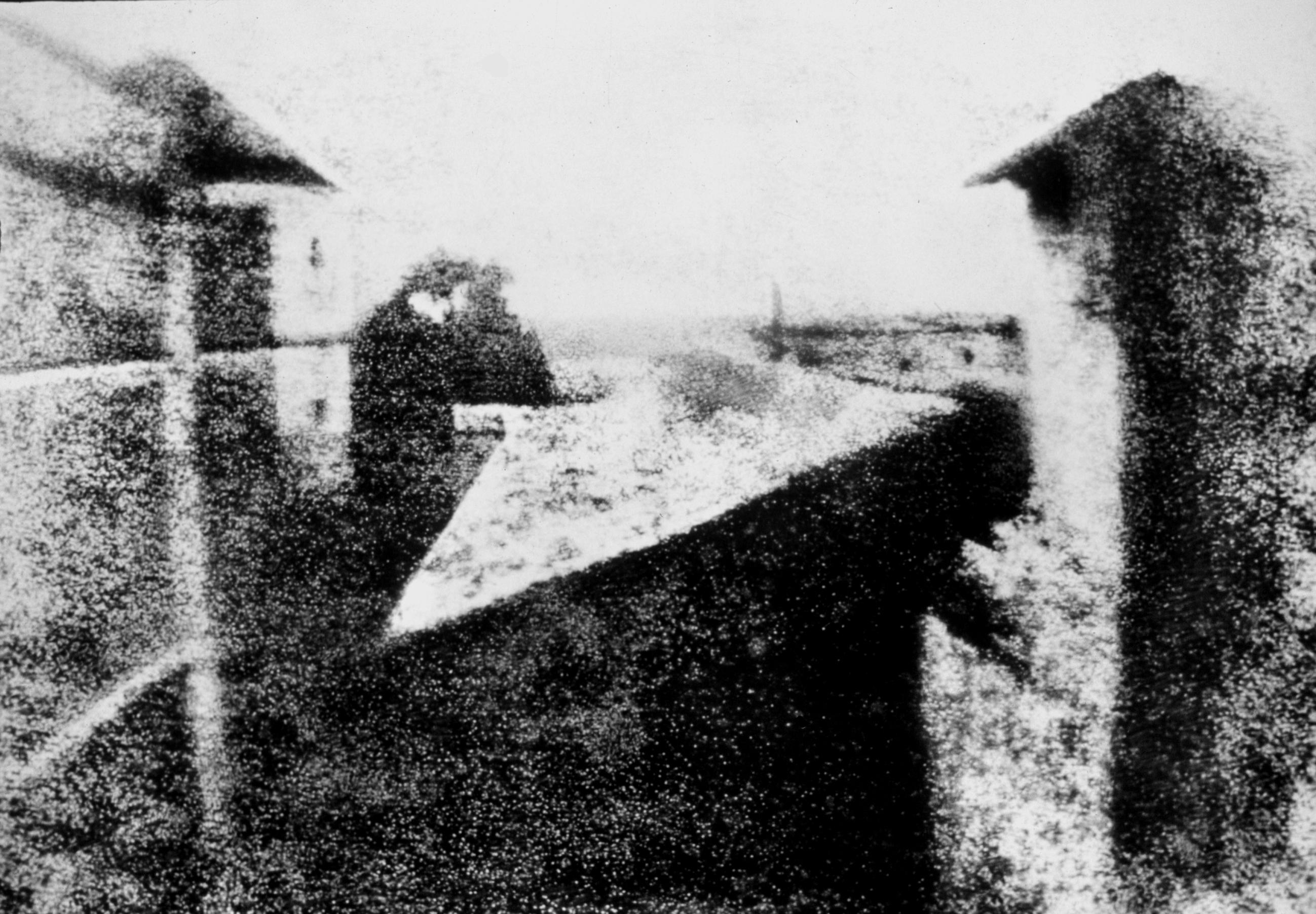 «Вид из окна вЛе Гра», гелиографический снимок 1826г.