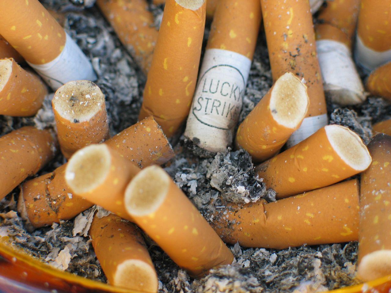 Исследования показывают: доля курильщиков снижается, аколичество растёт.