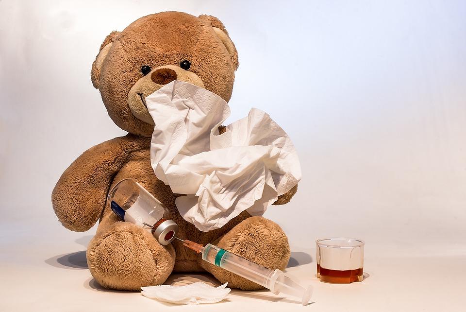 Противогриппозная вакцина несовершенна ине защищает от болезни иеё осложнений на100%. Но среди детей иподростков прививка более чем на50% снижает риск смерти от гриппа.