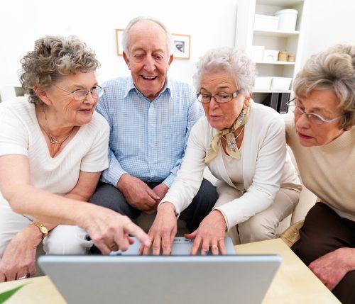 Сегодня они собираются вокруг компьютера, азавтра глядишь— бабушка майнит биткоины, дедушка мастерит очередную Flappy Bird, акто-то работает над коммерческим ПО для создания генеалогического древа.