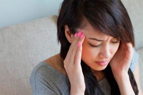 Женщины страдают от мигрени чаще, чем мужчины, алюди молодого возраста чаще, чем пожилые.