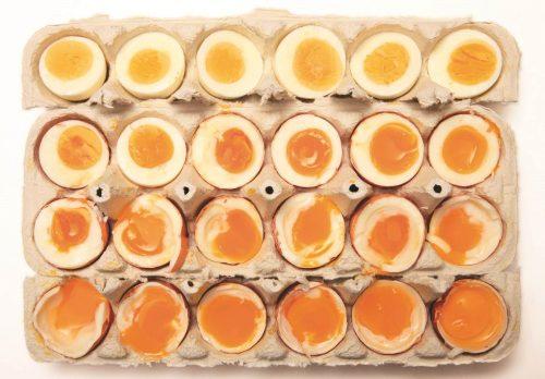 Одно крупное яйцо содержит около 125 мг холина.