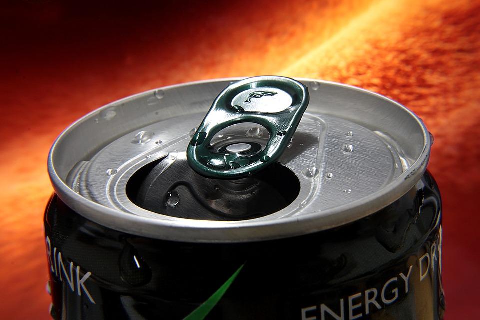 Энергетические напитки действительно дают ощущение прилива сил. Ксожалению, остальные их эффекты нетак предсказуемы.