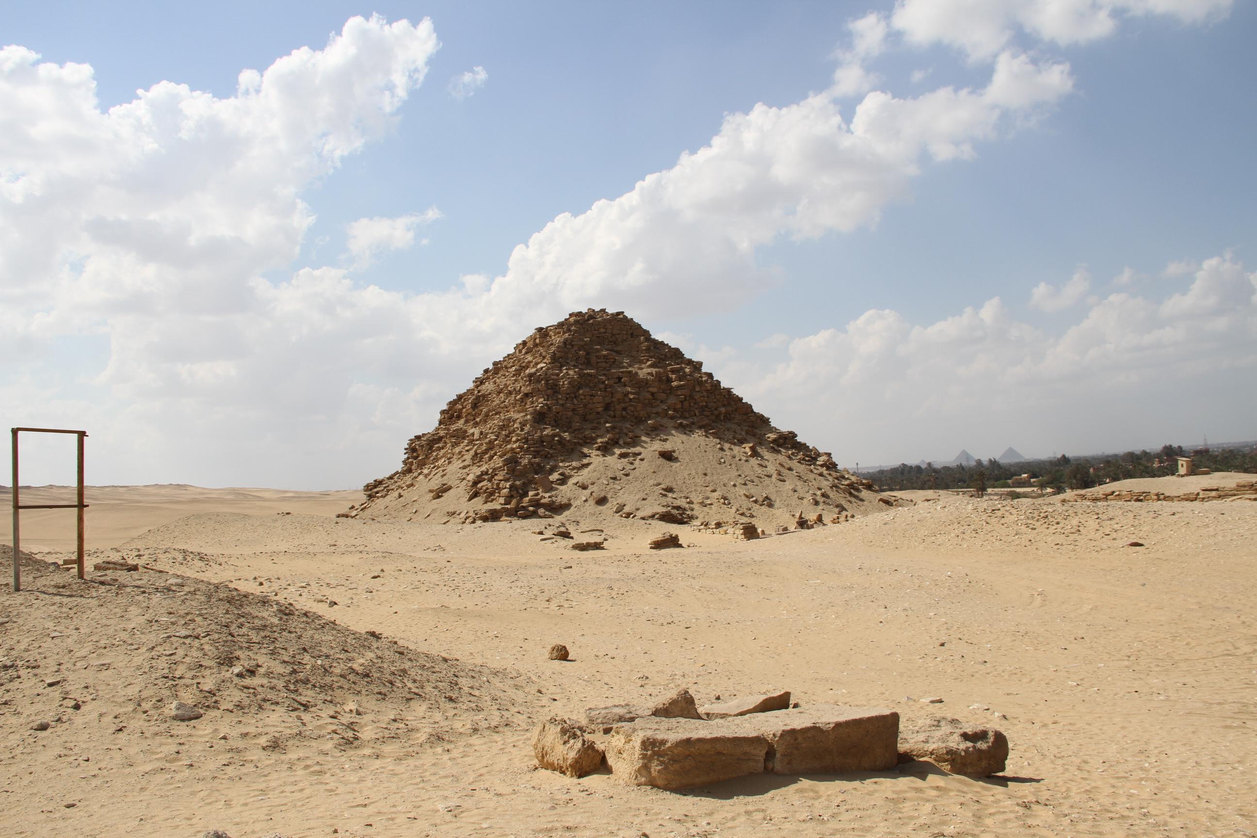 Пирамида Сахура вАбусире.
