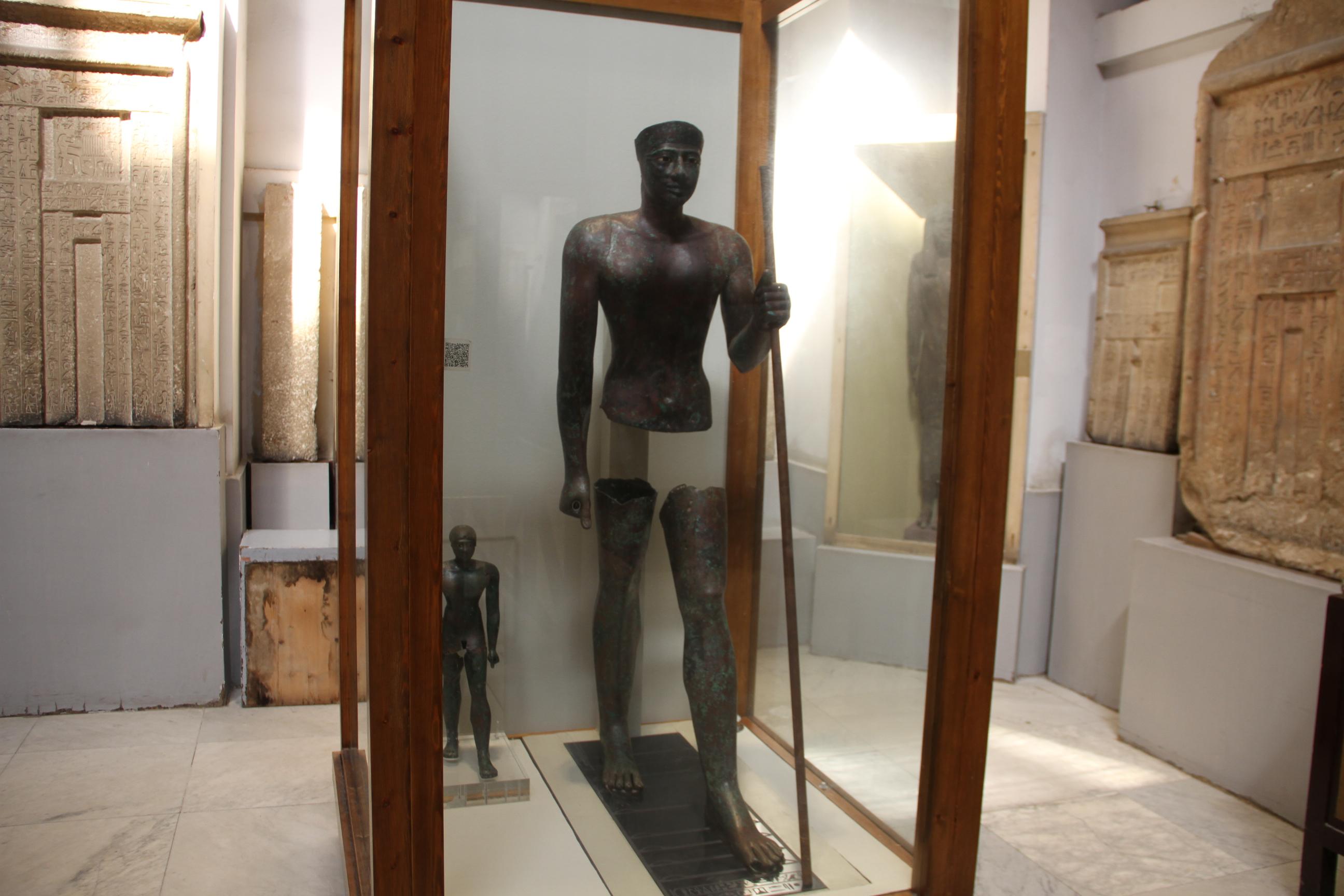 Медная статуя фараона Пиопи I (VI династия). Каирский музей