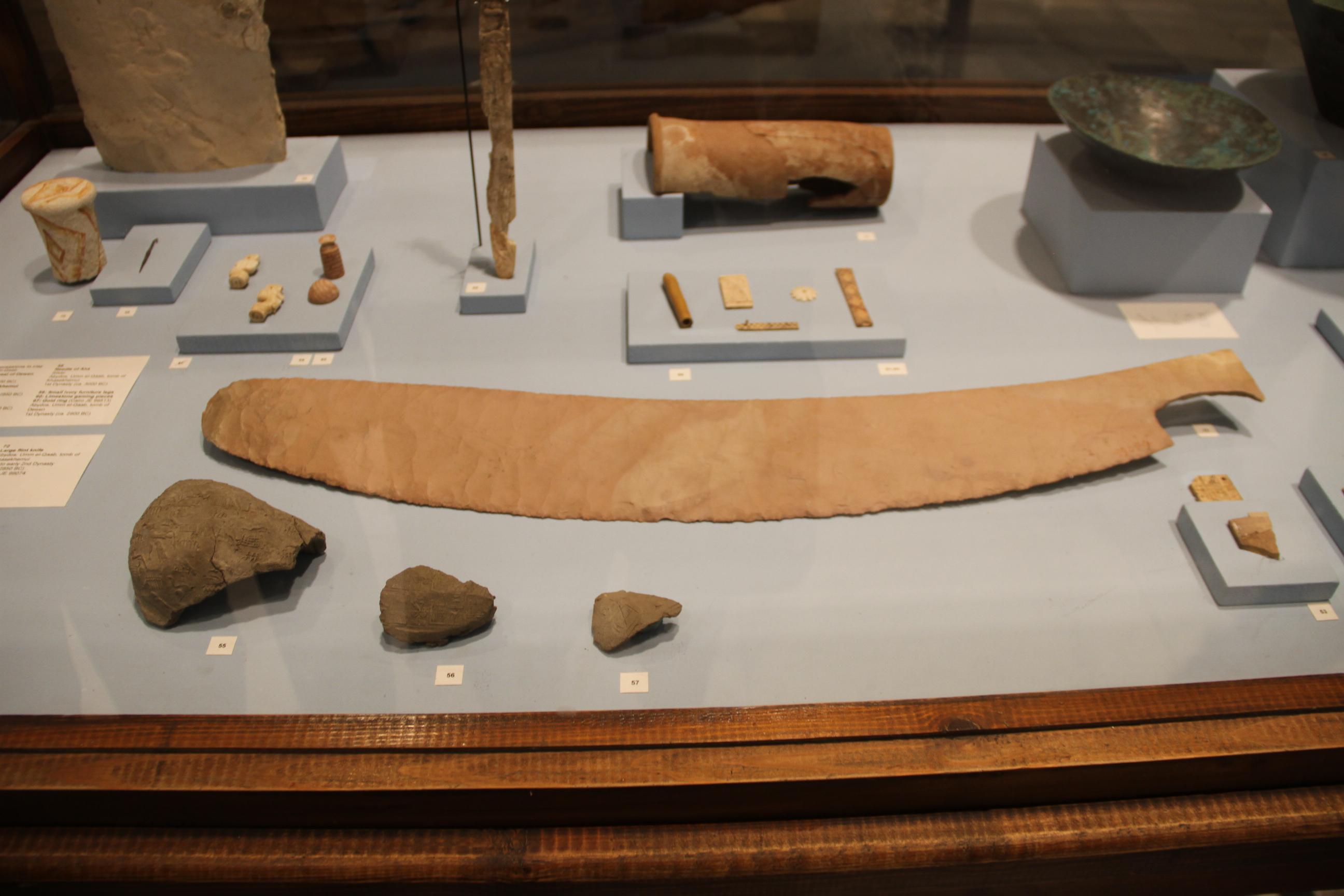 Огромный кремнёвый нож. Каирский музей