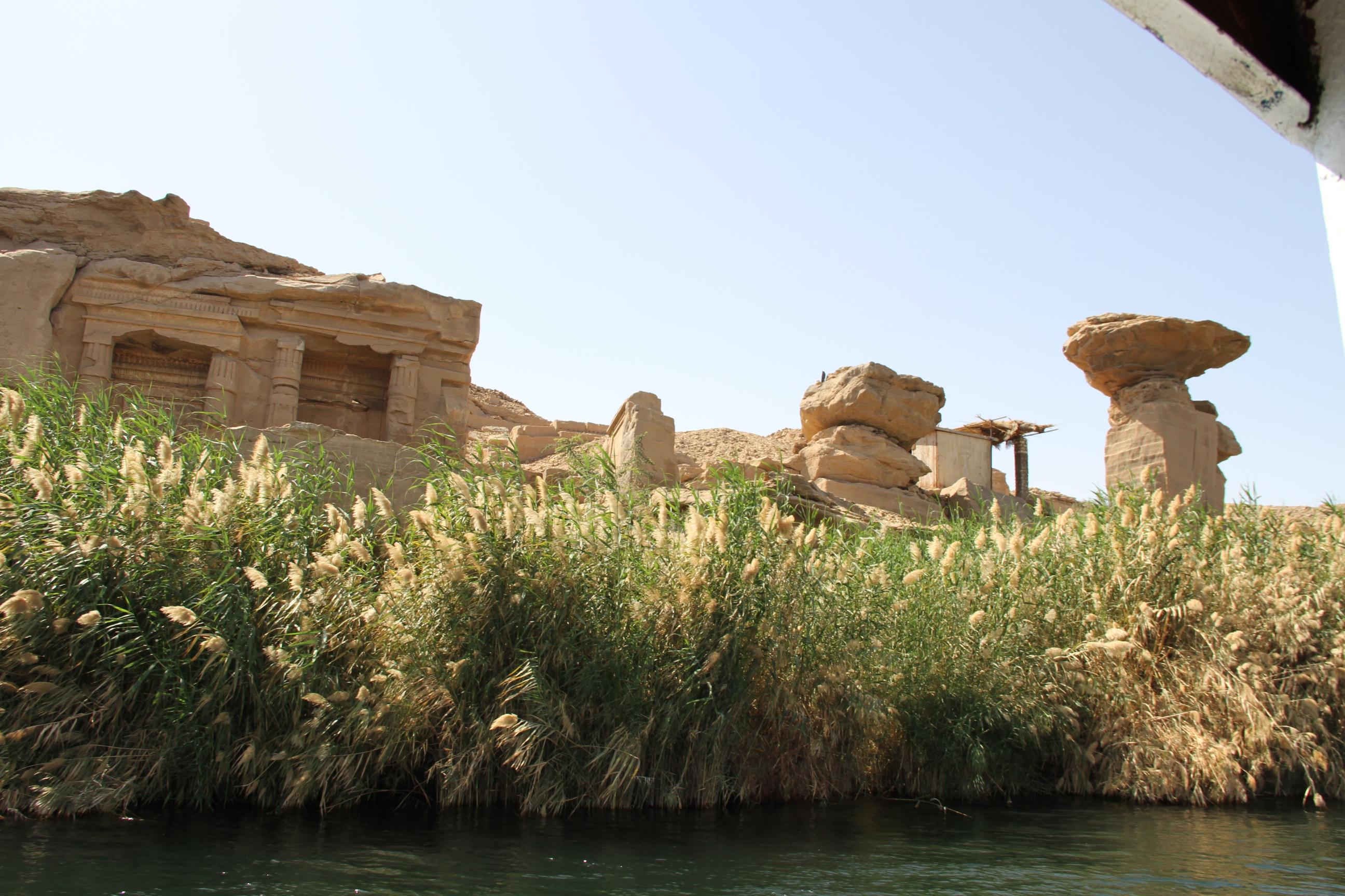 Скальные гробницы Гебель-эль-Силсила. Вид сНила