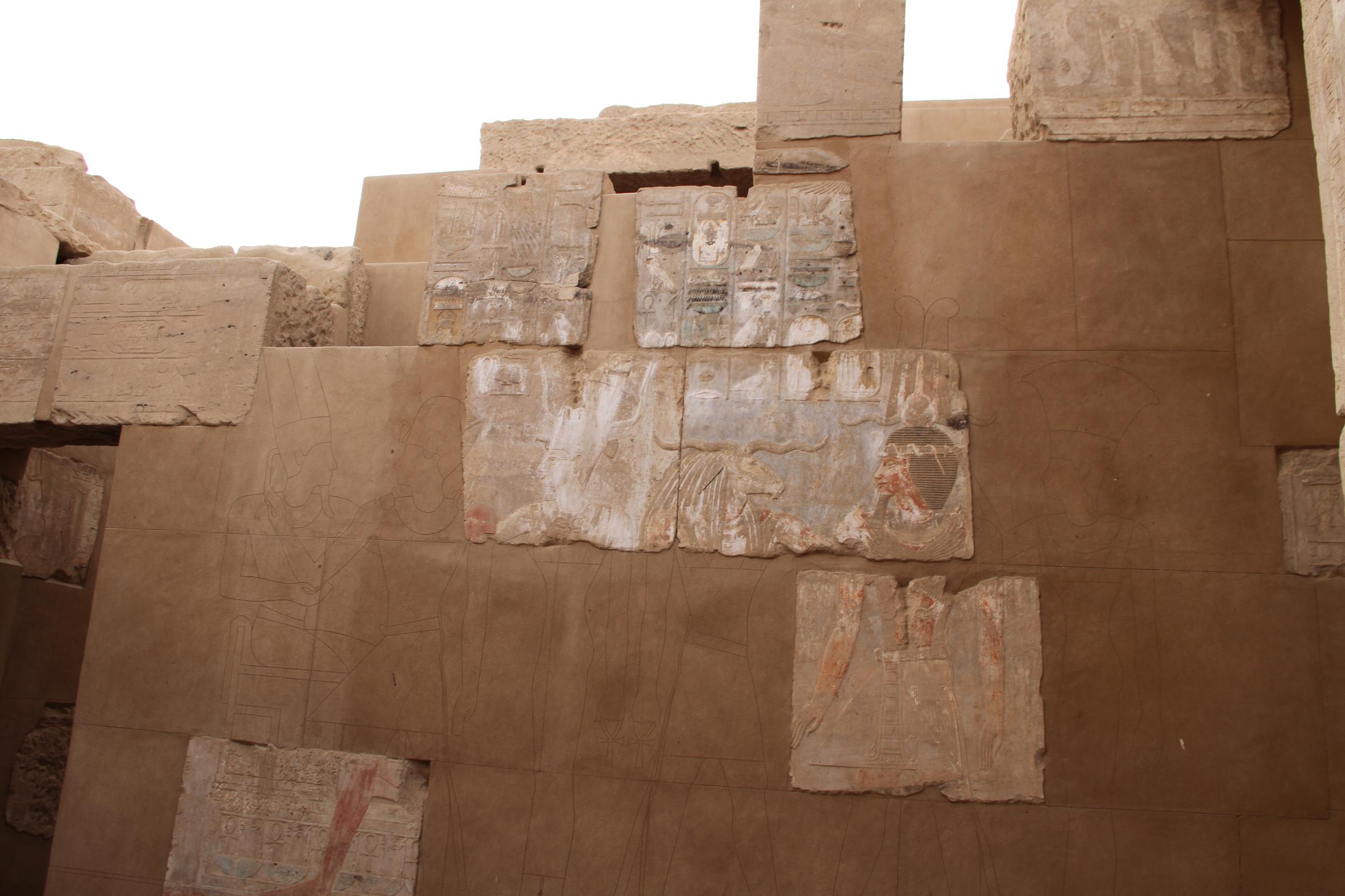 Остров Элефантина. Отреставрированная стена храма