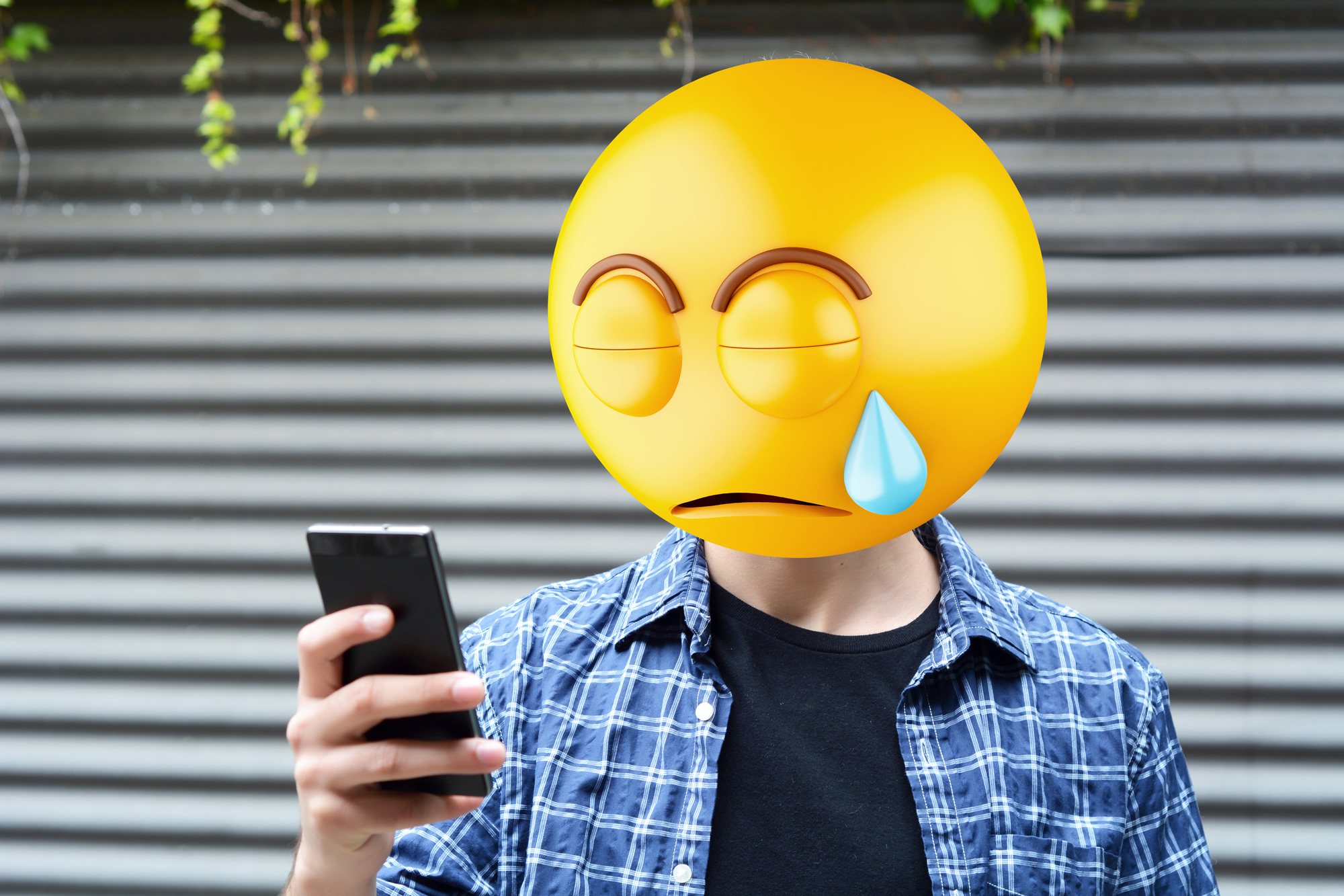 Будь осторожнее сэмодзи— как бы непришлось потом плакать.