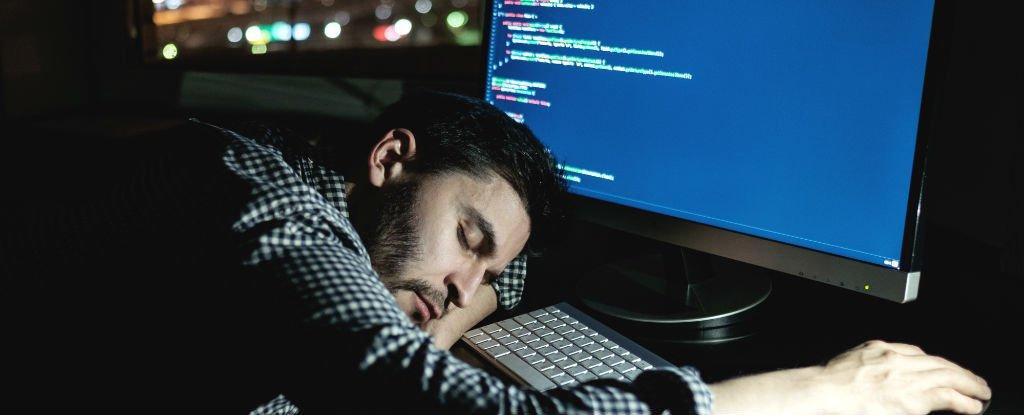 Возможно, недосып непросто снижает продуктивность, но иразрушает наш мозг.