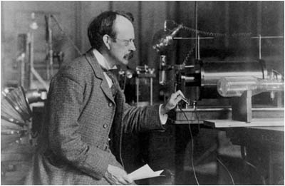 Сэр Томсон всвоей лаборатории.