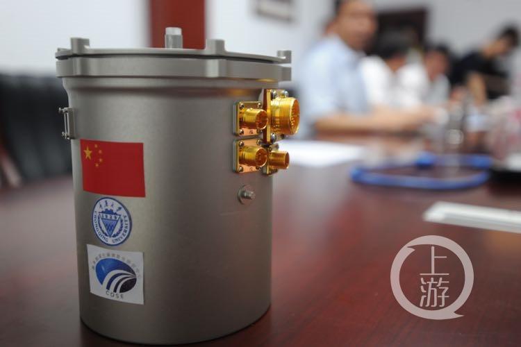Контейнер для мини-экосистемы будет доставлен наЛуну— вместе со световодами испециальными батареями.