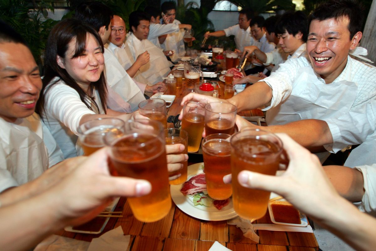 От 30 до 60% жителей Японии, Кореи иКитая особенно восприимчивы кканцерогенному влиянию альдегидов, вырабатываемых, втом числе, из алкоголя.