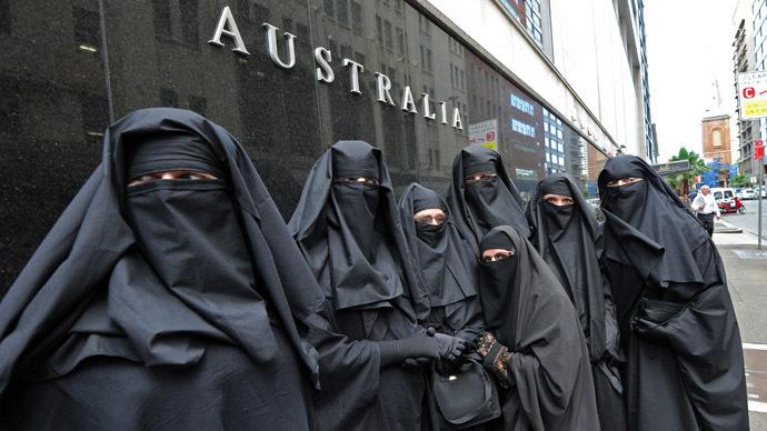 Исламский совет штата Виктория утверждает, что мусульманское сообщество постоянно сталкивается сподозрениями инедоверием.
