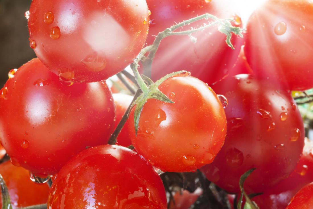 Один из пигментов, придающих помидорам красный цвет, оказался способен на50% снизить риск развития рака кожи умышей мужского пола.