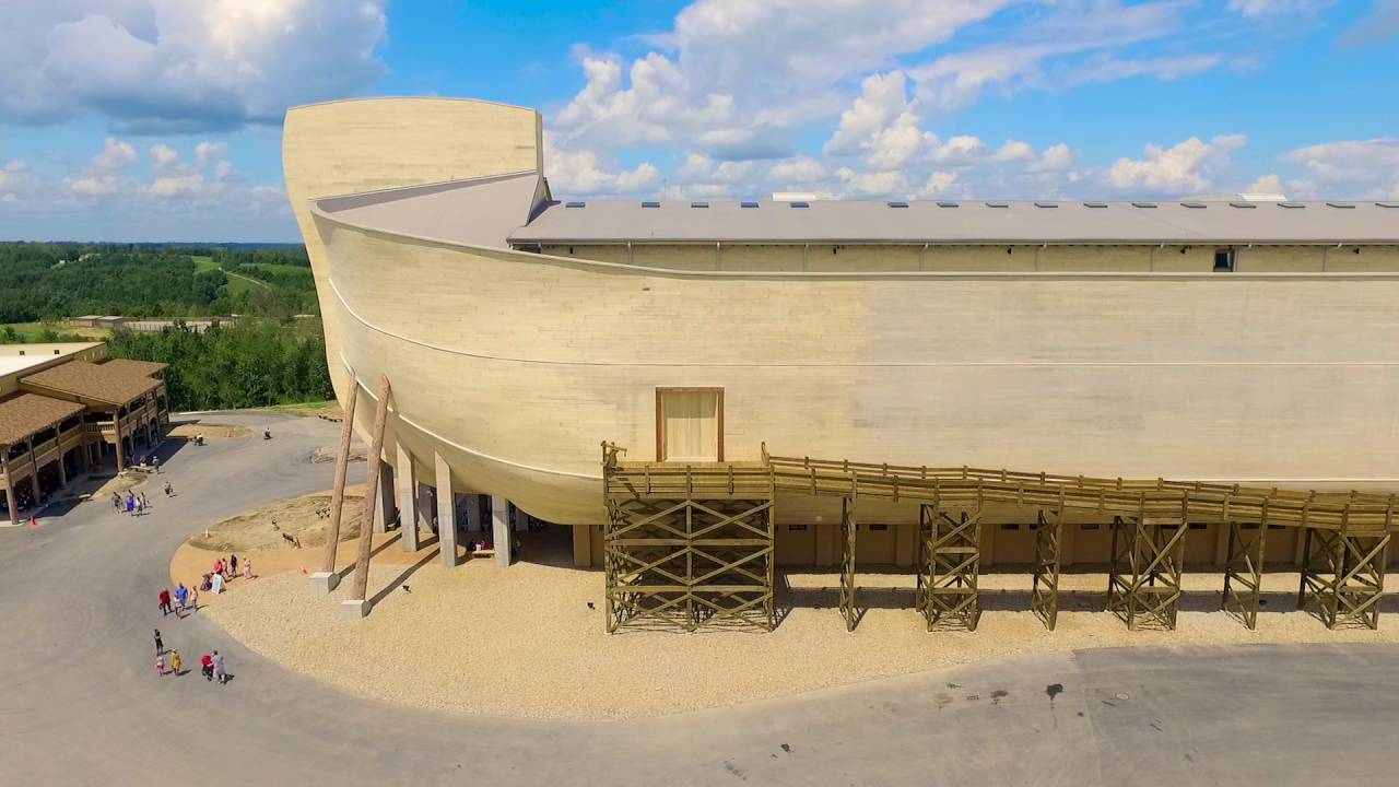 Организация, вкоторой работает геолог-креационист, построила копию мифического Ноева Ковчега. Напостройку этого эпического мифического сооружения ушло 100 миллионов долларов.