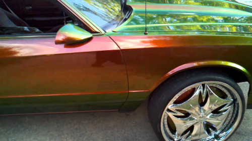 Изображение 2— Автомобиль, покрытый пигментом наоснове ЖК-полимера.