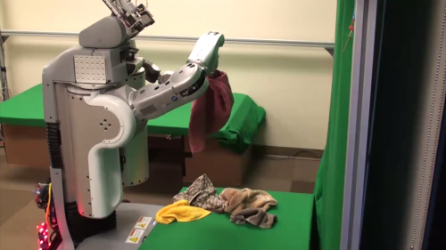 Робот, складывающий полотенца