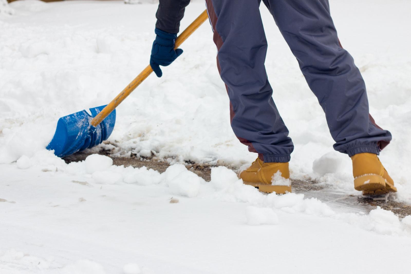 Согласитесь, было бы здорово, если бы кучи снега таяли как-нибудь сами.
