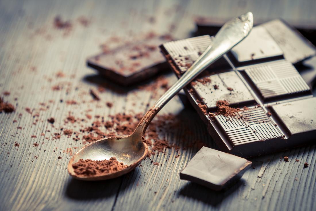 Какао-порошок итёмный шоколад могут стать полезной альтернативой шоколадным батончикам.